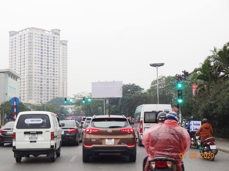 1 cột ngã tư Nguyễn Khánh Toàn và Nguyễn Văn Huyên